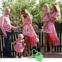 Женское и детское платье, мужская и детская рубашка красный
