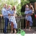 Женское и детское платье, мужская и детская рубашка голубой