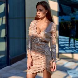 Сверкающее платье с декольте 11398