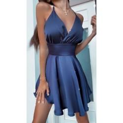 Платье с оголенной спинкой и пышной юбкой