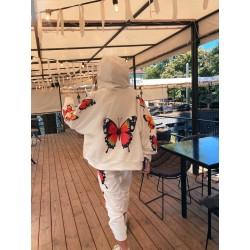 Костюм с яркими принтами бабочек
